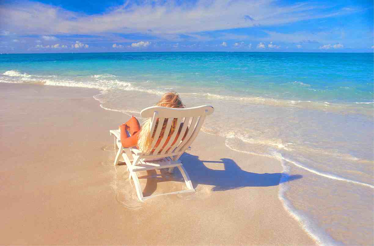 Hawaii-Girl-beach-chair-ElanSunStar_lores